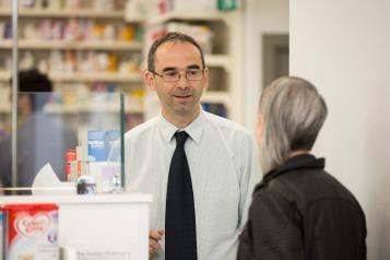 pharmacist talking to woman